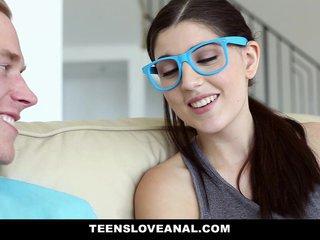 Nerdy Mädchen Brille Blowjob
