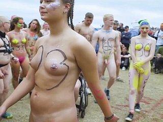 wild offentliche nacktheit